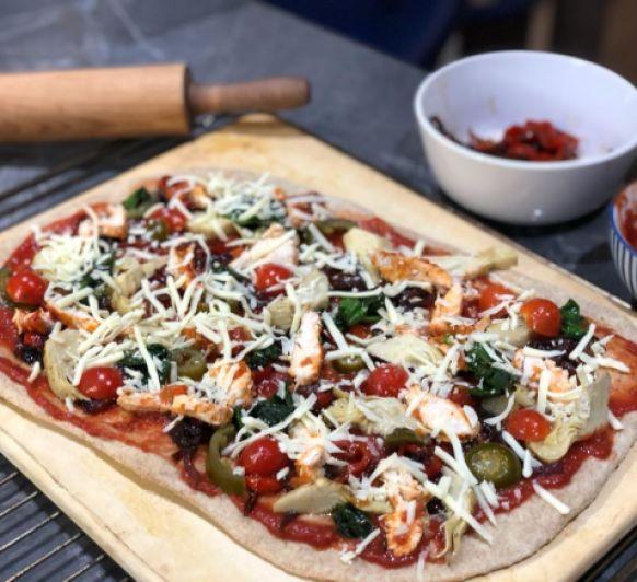 Pizza integral de pollo y verduras asadas - Accesorio Paul