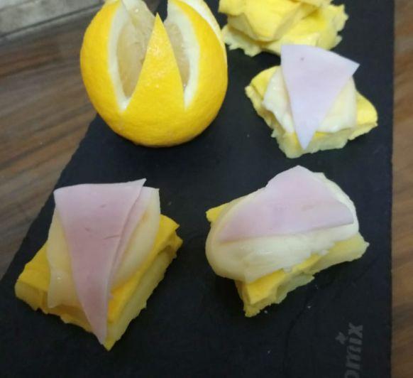 Frittata al vapor con salmón ahumado y guisantes