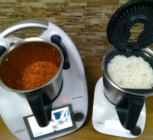 Menú: Pisto con arroz y huevos. Peras con chocolate