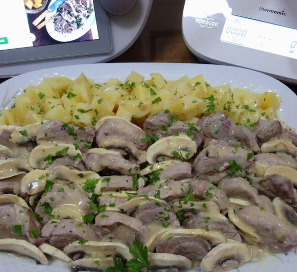 Solomillo de cerdo con salsa de mostaza y patatas