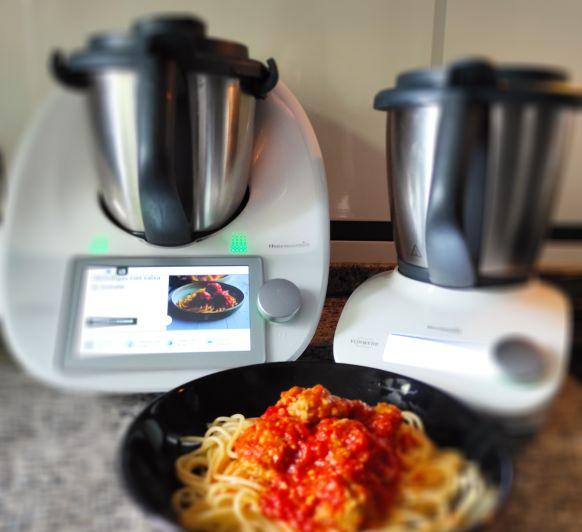Espaguetis y albóndigas con salsa de Tomate